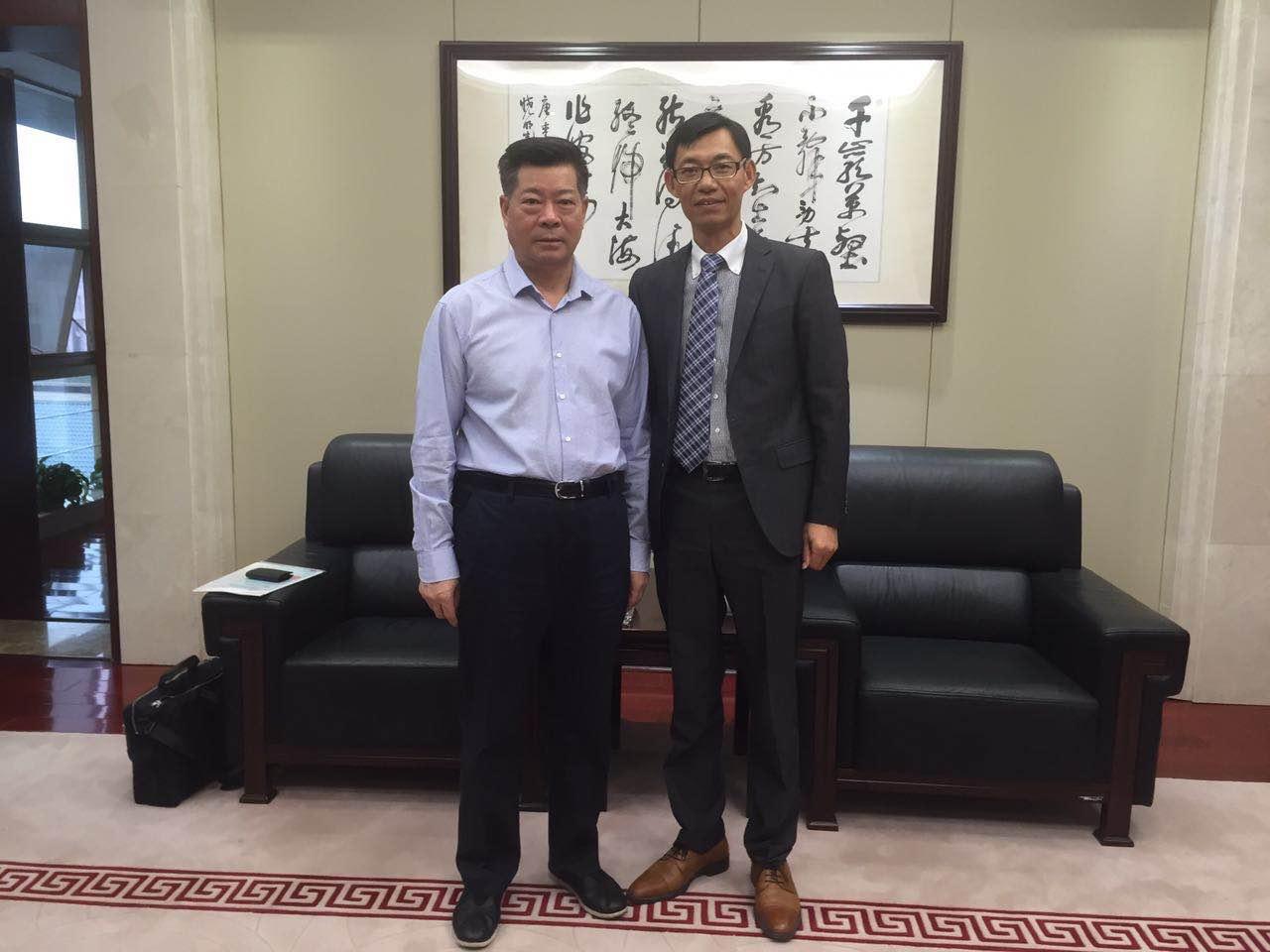 王豐明会长与省委常委统战部部长蔡晓明合影留念